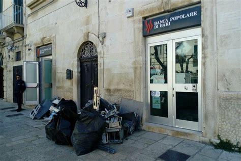 Orari Banca Popolare Di Bari by Terlizzi Quot Marmotta Esplosiva Quot Salta Il Bancomat Della