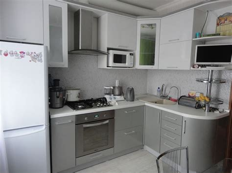 Малогабаритные угловые кухни 5 кв м фото с холодильником