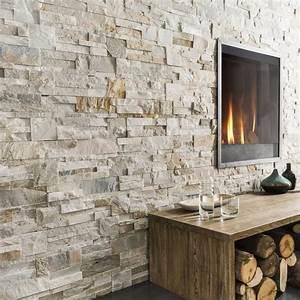 Des plaquettes de parement effet pierre pour rechauffer un for Nice deco pour jardin exterieur 4 deco fausse cheminee