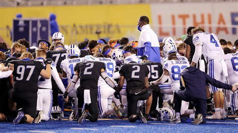 BYU, Boise State football teams joined hands to pray. Why ...