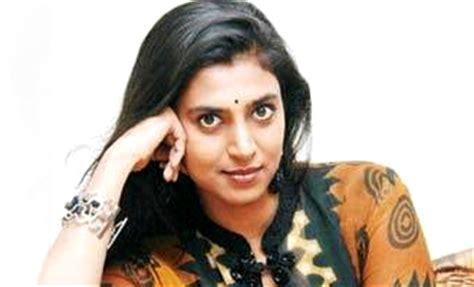actress kasthuri in aniyan bava chettan bava kasthuri goes nude to highlight motherhood tamil movie