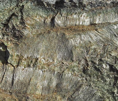 natur asbest ein stueck von einem vom berg