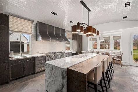 spacious contemporary kitchen  barrel shaped ceiling