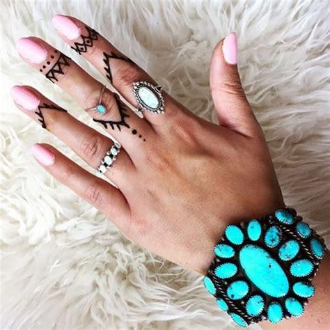 cute  discreet finger tattoos designs