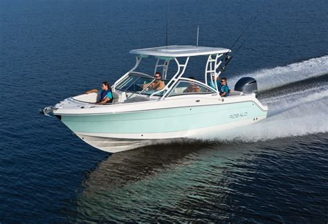 Robalo Boats R247 by New Boat Brochures 2017 Robalo R247