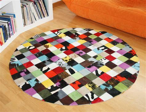 tapis patchwork elmer rond en peau de vache multicolore