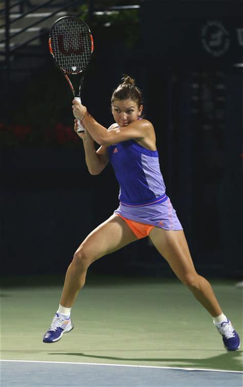 Australian Open: Simona Halep saves match points to beat Lauren Davis in epic - BBC Sport