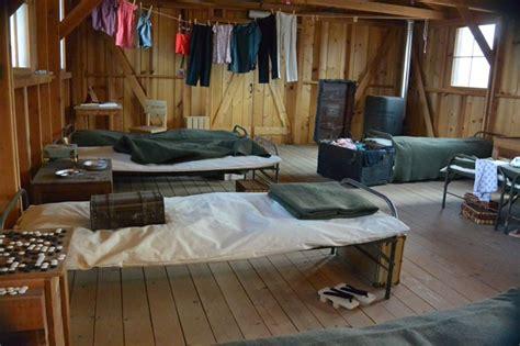 barracks exhibit  manzanar  national park service