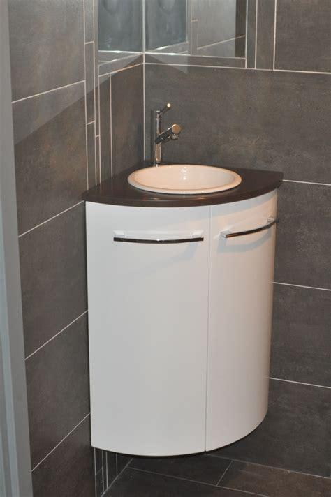 mitigeur cuisine noir avec douchette salle de bain beige et prune