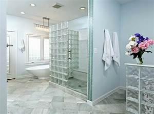mettons des briques de verre dans la salle de bains With salle de bain design avec cloison décorative