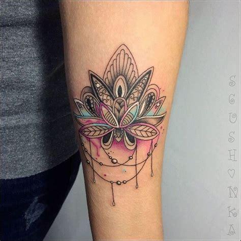 oberarm innenseite frau die besten 25 oberarm frau ideen auf oberarm frau frau arm tattoos