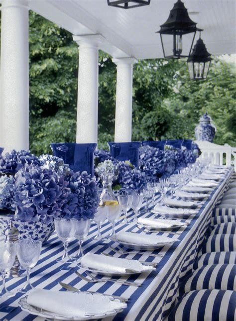 blue and white decor decorating with blue white ft carolyne roehm old and new designs