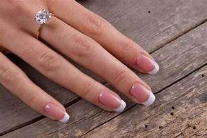 Simple engagement rings rings for the minimalist bride for Wedding ring minimalist