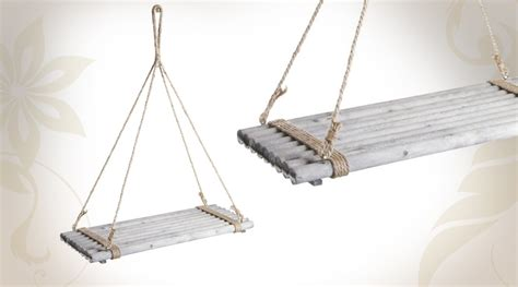 Etagu00e8re suspendue en bois teintu00e9 avec corde