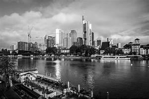 London Skyline Schwarz Weiß : frankfurt skyline und panorama kunst bild in schwarz und weiss stadt frankfurt skyline motiv ~ Watch28wear.com Haus und Dekorationen