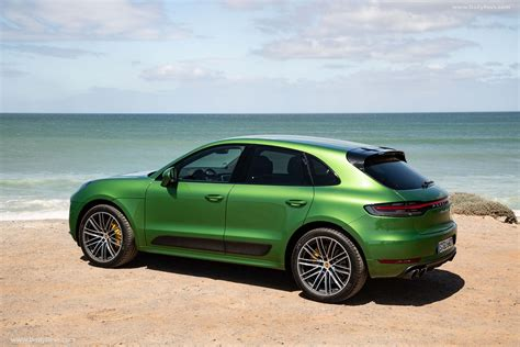 When porsche decided to step into the suv. 2019 Porsche Macan Turbo - HQ Pictures, Specs, Information & Videos - Dailyrevs