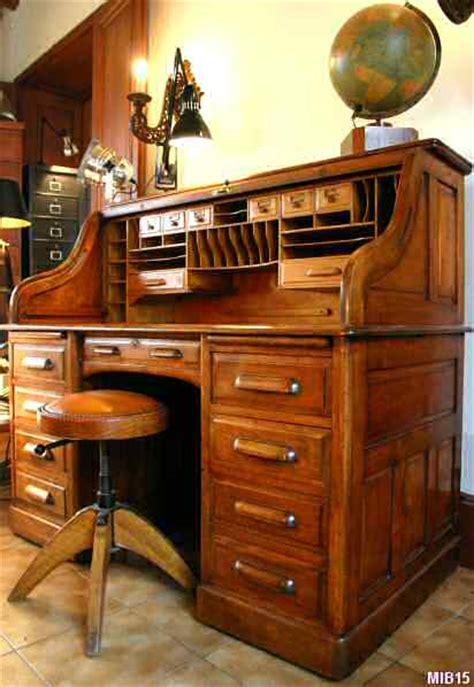 bureau americain bureau bois doré tous les objets de décoration sur