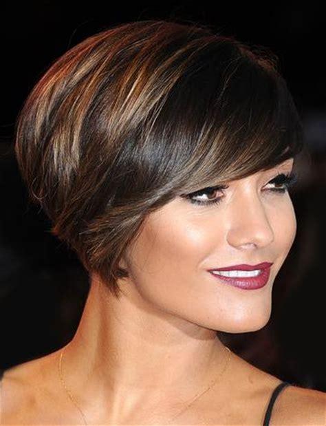 Krótkie fryzury z wygolonym bokiem, wyglądają super! Krótkie fryzury dla kobiet 50+ GALERIA ZDJĘĆ - Glamki.se.pl