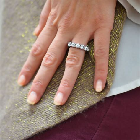 8 ways to wear your wedding band with or without your