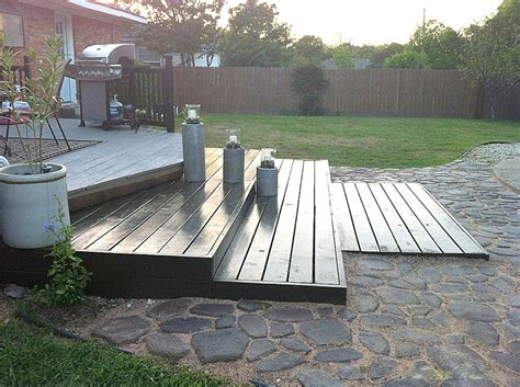 remodelaholic build a wooden pallet deck for 300