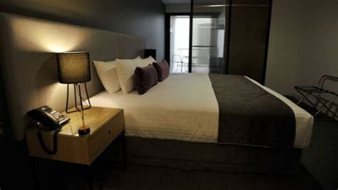 Bed Room Boom by New East Hotel Adds To Act Room Boom