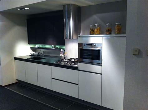 Keuken Greeploos Hoogglans Wit by Showroomkorting Nl De Voordeligste Woonwinkel