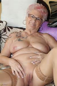 Tattooed Mature Lady Cuddle Her Pussy Photos Amanda S