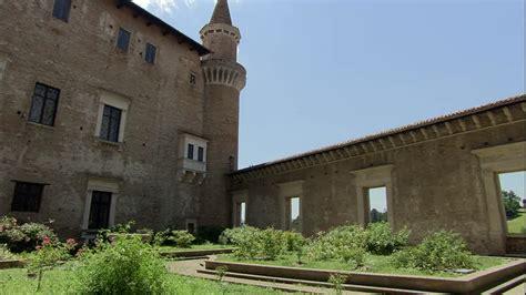 cortile palazzo ducale urbino palazzo ducale urbino marche italy hd stock