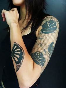 Tattoo Blumenranke Arm : 45 cute sleeve tattoos for girls ~ Frokenaadalensverden.com Haus und Dekorationen