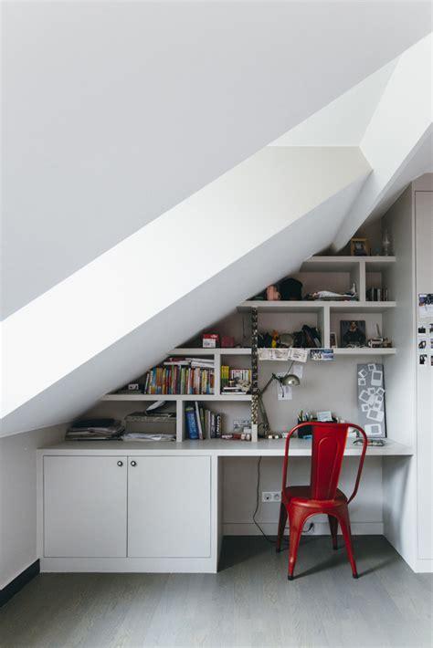 bureau sous combles comment s 39 aménager un coin bureau sous les combles facile