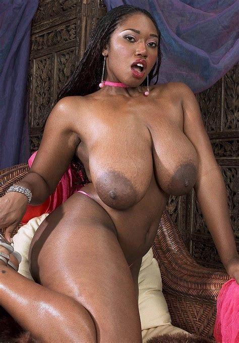 Delotta Brown Huge Saggy Tits At Nude Mom Pics