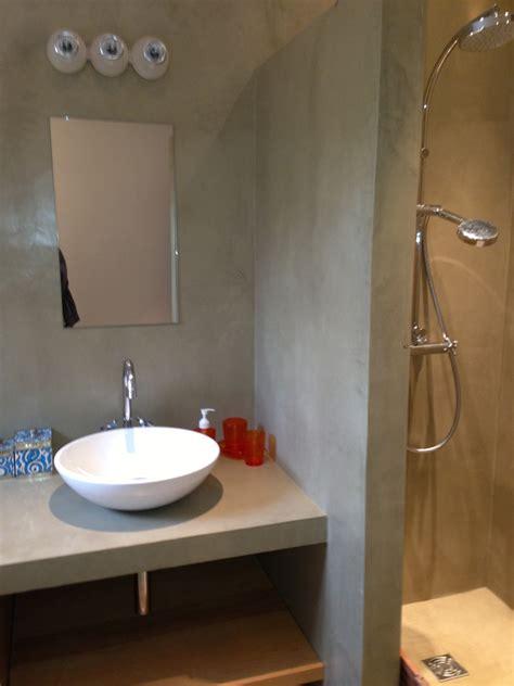2 couleurs dans une chambre salles de bain