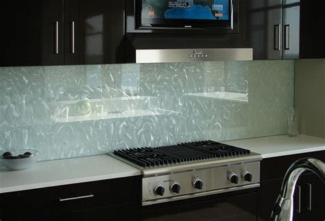 Clear Glass Tile Backsplash Pictures by Clear Glass Backsplash For Kitchen With Beautiful Texture
