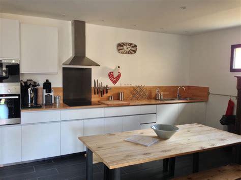 cuisine et salon plusieurs photos du gîte de l 39 intérieur cuisine équipée