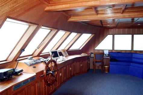 Cabina Di Comando Nave Come Funziona Cabina Pilotaggio Nave Da Crociera