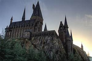 All the Pros and Cons Of A Hogwarts Education