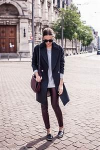 Paulien Riemis is wearing a burgundy leggings and... - Street Style