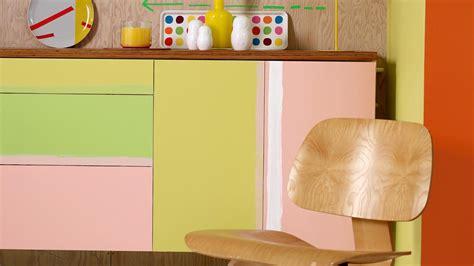 peindre un ancien meuble pour raviver votre int 233 rieur peintures de couleurs pour les