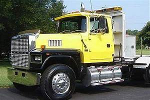 1982 To 1997 Ford Ltl 9000 Hood