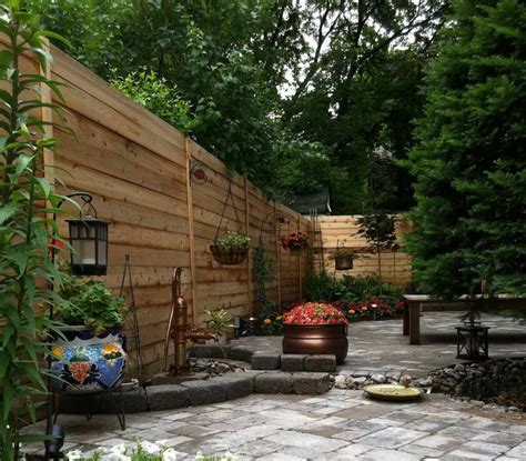 small yard landscaping design with wooden fences quecasita