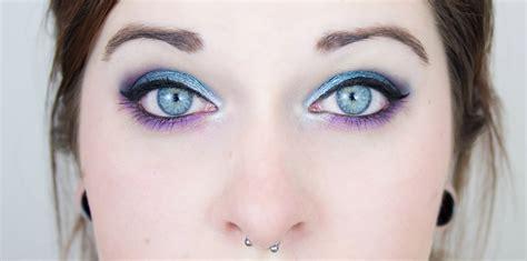 Maquillage de fêtes tutos pour se maquiller les yeux avec des paillettes marie claire