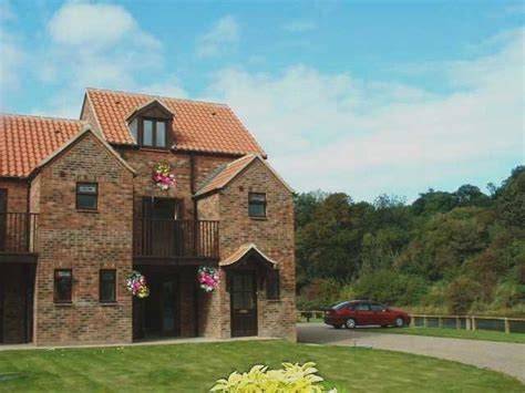 Cottages In Whitby With Parking whitby cottages with parking 12 cottages with