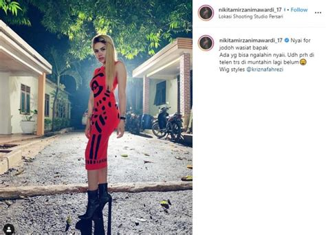 Kenakan Gaun Ketat Bodi Nikita Mirzani Dipuji Bak Gitar