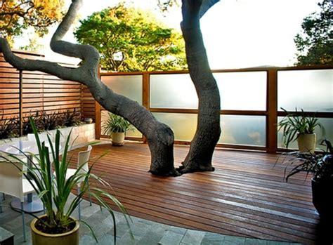 balkon holzboden verlegen holzfliesen verlegen holzboden auf dem balkon