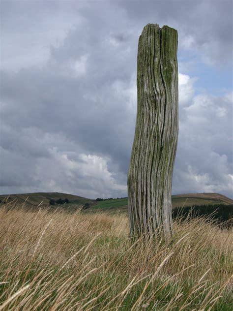Wooden post © Stephen Burton :: Geograph Britain and Ireland