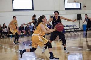 Women's basketball notches first UAA win over Throwback ...