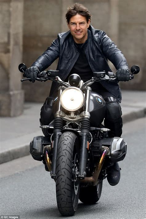 Tanned Tom Cruise on set Mission Impossible 6 in Paris ...