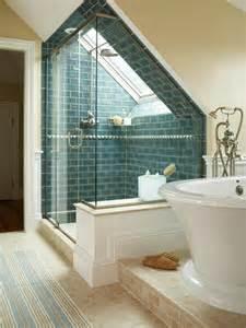 kleines badezimmer einrichten badewanne unter dachschräge 22 süße modelle archzine net