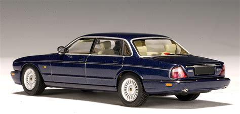 AUTOart: Jaguar XJ8 - Blue (53571) in 1:43 scale - mDiecast