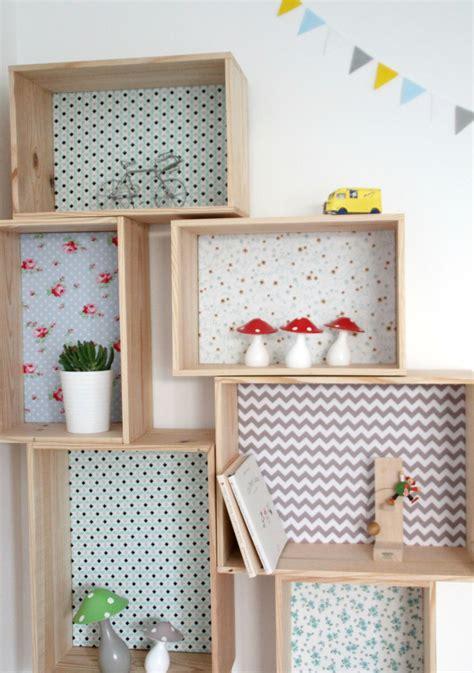 comment accrocher un meuble de cuisine au mur etagère caisse décorative en bois et tissu emilie l
